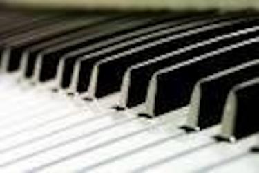 Tunde-Ilona Krasznai Pianist